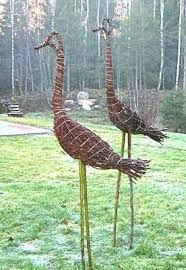 29 beautiful metal art ideas for your garden, the L Handmade garden stakes ready to embellish your outdoor decoration. Each has received a multi-colored rust patina and has been finished wit. Garden Whimsy, Garden Deco, Garden Art, Garden Design, Garden Soil, Garden Stakes, Garden Crafts, Garden Projects, Willow Garden