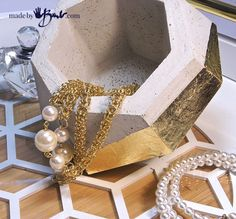Make this Concrete Geometric Polyhedron using the super simple free pattern that is cut from vinyl tile and poured with rapidset concrete. Add gold leaf!