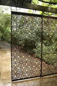 Garden Screening Ideas - Screening could be both attractive and useful. From a well-placed plant to upkeep complimentary fence, below are some creative garden screening ideas. Backyard Patio, Backyard Landscaping, Garden Dividers, Metal Garden Fencing, Moroccan Garden, Moroccan Style, Moroccan Design, Moroccan Decor, Garden Screening