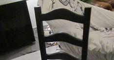 Vous avez d'anciennes chaises ou en avez trouvé dans une brocante... Préparez votre matériel : Pinceau, sous-couche, peinture à bois, c... Furniture, Design, Home Decor, Decoration, Simple, Bricolage Facile, Chair Makeover, Diy Ideas For Home, Old Furniture