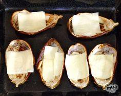 Berenjenas rellenas de atún - Rico no, ricote Camembert Cheese, Food And Drink, Breakfast, Queso Fresco, Blog, Gourmet Foods, Vegetarian, Recipes, Arrows