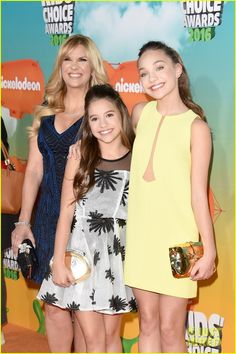 The Zieglers all looked beautiful on the 2016 Kids' Choice red carpet!