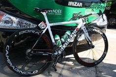 A quick fix with some red sticky tape turns the O in Colnago into the rising sun for Japanese champion Yukiya Arashiro (Europcar)