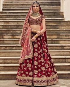 Tag the brides to be for bridal lehenga inspiration by Sabyasachi @bollywoodstylefile