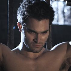 9 Times You Couldn't Unglue Your Eyes From Tyler Hoechlin's Shirtless Bod on Teen Wolf
