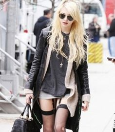 taylor momsen does grunge street style right