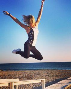 #MaddalenaCorvaglia Maddalena Corvaglia: Amici stasera, se vi va, seguitemi a Ciao Darwin. Puntata: Sportivi V Mangioni. INTEGRATORI V BUCATINI. Io sarò il caposquadra del primo gruppo. #ciaodarwin7laresurrezione #canale5 #primetime #healthy #sport #fitness #maddyctive