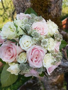 Weddingbouqet Weddingflowers Astrantia, Floral Wreath, Bee, Wreaths, Flowers, Plants, Honey, Decor, Velvet