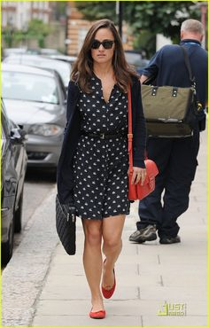 Full Sized Photo of pippa middleton swan printed dress 05 ...