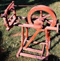Wir bieten ein sehr schönes antikes Spinnrad welches für Dekorationszwecke verwendet werden kann....,Antikes Spinnrad in Köln - Chorweiler