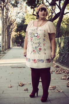 + Tapisserie + « Le blog mode de Stéphanie Zwicky. I absolutely love the embroidered dress and time piece necklace!