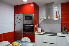 13 Ιδιοφυείς λύσεις για μικρές κουζίνες! High Gloss Kitchen, Kitchen Cabinets, Kitchen Appliances, French Door Refrigerator, Musa, Interior Design, Storage, Furniture, Hampshire
