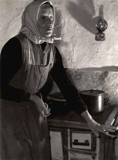 Marton Pálné Homok Erzsébet, népi író. Verseg, 1954. Old Pictures, Old Photos, Folk Music, Make More Money, Historical Photos, Old Women, Hungary, Beautiful People, The Past