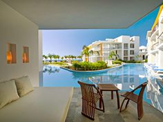 Aura-Cozumel-Grand-Resort-1-swim-up-suite