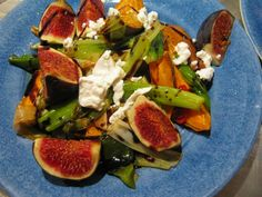 Otto Lenghi, Sami Tamimi: baked sweet potatoes with figs Bon Appetit, New Recipes, Healthy Recipes, Healthy Food, Otto Lenghi, Yotam Ottolenghi, Clean Eating, Eating Well, Caprese Salad