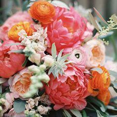 Spring garden wedding ideas   Photo by Sarah Hannam   Read more -  http://www.100layercake.com/blog/wp-content/uploads/2015/03/Spring-garden-wedding-ideas