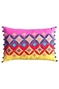 DIAMOND PATTERN CUSHION COVER.  Basic Cushion Cover. Made from high quality 100% cotton fabric that looks luxurious and is also completely skin friendly.  www.covetlo.com