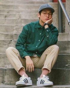 51 Chic White Sneaker Outfit Youve Ever Laid Eyes On Fashion Men Style Men Style Hipster Mode, Estilo Hipster, Hipster Style, Grunge Style, Vintage Hipster, Vintage Hats, Sneaker Outfits, White Sneakers Outfit, Sneakers Fashion