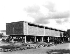 """""""Edificio Plaza El Rectorado en construcción"""" Ciudad Universitaria de Caracas, Carlos Raúl Villanueva. Fotografías: Luis Felipe Toro – Material Cultural"""