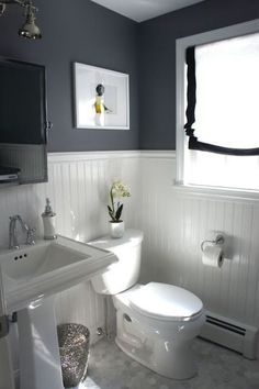ideas to decorate a small bathroom to make it look bigger with high or low contrast