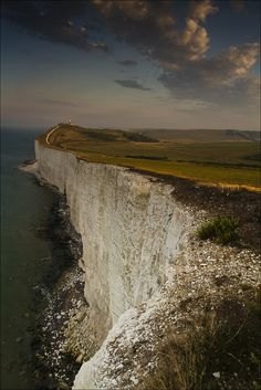 Belle Tout lighthouse, Beachy Head, England I think of Mary Shelley's Frankenstein when I see this. Belle Tout Lighthouse, Places To Travel, Places To See, White Cliffs Of Dover, Beautiful Landscapes, Strand, Wonders Of The World, Beautiful Places, Scenery