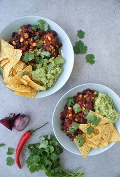 Mexican bowl with guacamole - Hands-free - Healthy recipes - Sustainable lifestyle Pork Recipes For Dinner, Italian Dinner Recipes, I Love Food, Good Food, Nasi Goreng, Food Bowl, Evening Meals, Eat Smarter, Guacamole