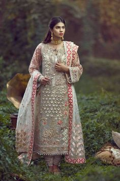 With less then a month left in season and will be around the corner too. Who doesnt want to look… Pakistani Formal Dresses, Shadi Dresses, Pakistani Dress Design, Pakistani Outfits, Indian Dresses, Indian Outfits, Pakistani Clothing, Indian Designer Outfits, Designer Dresses