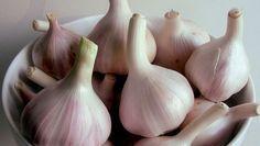 Come preparare l'aglio sott'olio con la ricetta pugliese