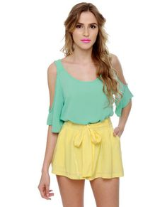 Love the shorts, love the top, love the look! Definitely gonna pair lemon and mint this spring. (Don't like her lipstick though!)