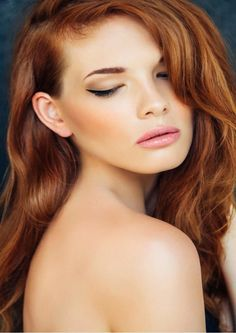 Studioshot of young beautiful woman. rear view of caucasian woman with red hair Young And Beautiful, Beautiful Women, Beautiful Redhead, Gorgeous Hair, Redhead Pictures, Beauty Salon Interior, Beauty Hacks Video, Cool Hair Color, Beauty Room