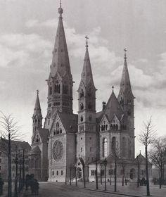 Kaiser-Wilhelm-Gedächtniskirche Franz Schwechten, Bereits am 1. September 1895, dem Vorabend des damaligen Sedantages, konnte die Einweihung gefeiert werden.