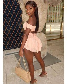 Make sure you read the fine print when you get a fine b*tch ✨ Sexy Outfits, Chic Outfits, Summer Outfits, Girl Outfits, Fashion Outfits, Beautiful Dark Skinned Women, Beautiful Black Women, Estilo Megan Fox, Black Girl Fashion