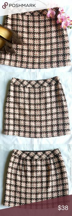 """🎁SALE🎁LOFT Tweed Mini Skirt Beautiful pink and chocolate brown plaid tweed mini. Fully lined, side zipper closure. 49% acrylic 40% wool 9% polyester 2% other fibers.  14.5"""" waist, 16.5"""" long.   In excellent condition. LOFT Skirts Mini"""