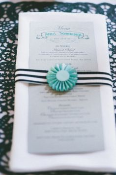 paper rosettes tying belly band for menu cards // photo by onelove-photo.com