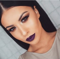 dark lip, natural eyes, cut crease. this make-up. yass