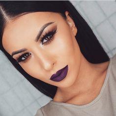 dark lip, natural eyes, cut crease. this make-up. yass