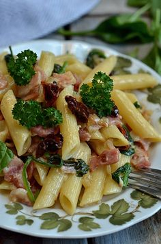 Quick pasta with spinach and sun-dried tomatoes - Odchudzanie - Makaron Pasta Recipes, Salad Recipes, Cooking Recipes, Healthy Recipes, Anti Pasta Salads, Spinach Pasta, Dried Tomatoes, Pasta Dishes, Italian Recipes