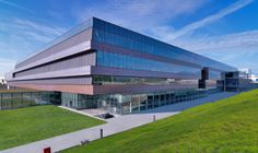 Diesel Headquarters, a Breganze (VI); facciate in rame naturale. Progettista: arch. Pierpaolo Ricatti - Studio Ricatti
