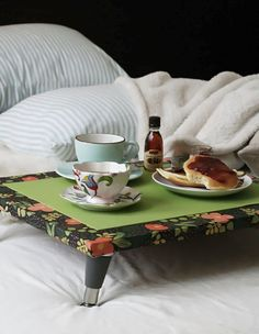 DIY: breakfast in bed table
