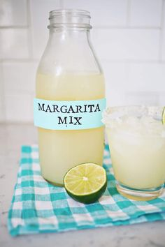 Homemade Margarita Mix Party Drinks, Cocktail Drinks, Fun Drinks, Cocktail Recipes, Alcoholic Drinks, Gold Drinks, Homemade Margarita Mix, Homemade Margaritas, Margarita Recipes