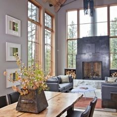 The Tahoe Ridge House is located on a heavily forested site in Tahoe Donner, California.