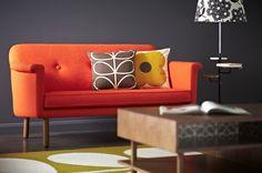 Maison & Objet janvier 2013 / Orla Kiely dévoilé sa première colección de mobilier neo-vintage et d'accessoires et linge maison / Yooko: diseño, decoración y arquitectura d'intérieur Orange Couch, Sofa Design, Interior Design, Interior Ideas, Living Furniture, Living Room Sofa, Living Rooms, Oranges Sofa, Orla Kiely Cushions