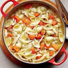 Soupe-repas express au poulet Pasta Recipes, Soup Recipes, Dinner Recipes, Healthy Recipes, Healthy Food, Confort Food, Good Food, Yummy Food, Meals For The Week