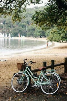 Balmoral Beach, Sydney & a pretty bike // Bycicle Retro, Bycicle Black Bici Retro, Photos Bff, Rainy Morning, Summer Surf, Summer Time, Dancing In The Rain, Vintage Bicycles, Custom Bikes, Belle Photo