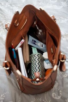 to be this organized. What's In My Purse, Whats In Your Purse, What In My Bag, What's In Your Bag, Canvas Book Bag, Inside My Bag, Purse Essentials, Backpack Organization, Luggage Bags