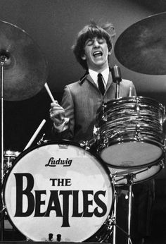 Former Beatles drummer Ringo Starr, who is set to be inducted into the Rock and Roll Hall of Fame on Saturday, admits he was drunk for two decades after the fab four broke up. Ringo Starr, George Harrison, The Beatles, Beatles Photos, Beatles Band, Beatles Guitar, Beatles Albums, Paul Mccartney, John Lennon