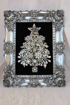 Up cycle Old Jewelry: Beautiful Glittery Small Framed Christmas Tree