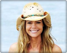 Denise Richards looking great in this cowboy hat!