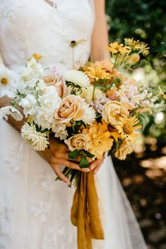 lovely yellow and white wedding bouquet Vintage Wedding Flowers, Yellow Wedding Flowers, White Wedding Bouquets, Wedding Flower Arrangements, Bride Bouquets, Bridal Flowers, Flower Bouquet Wedding, Floral Wedding, Fall Wedding