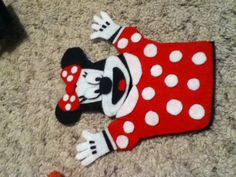 I have been experimenting with felt lately and I made this Minnie Mouse hand puppet and I even traced the pieces I made and the base which I plan to use for other puppets.